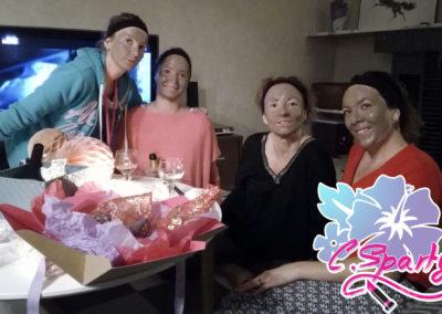 Photo de groupe avec nos masque d'argile