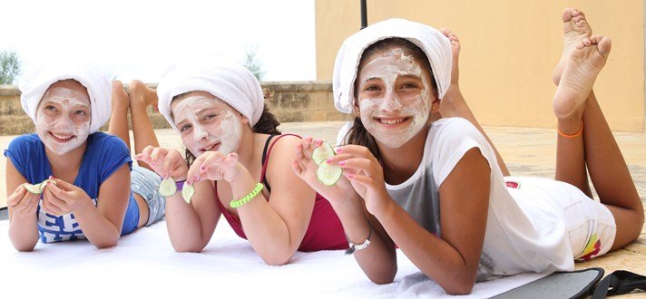 spa party, beauty party, anniversaire ado fille, anniversaire petite fille, ateliers beauté ado, atelier manucure